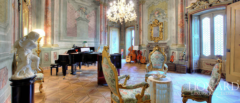 Prestigious historical apartment for sale in Bergamo Image 1