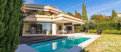 luxury apartment with pool florence hills