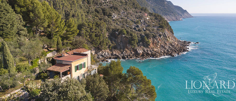 Exclusive villa dropping sheer down to the sea in Lerici Image 1