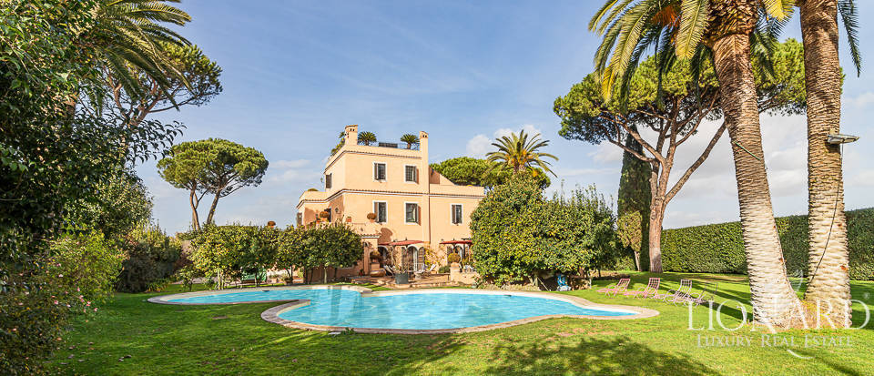 Wonderful villa with pool in Rome Image 1