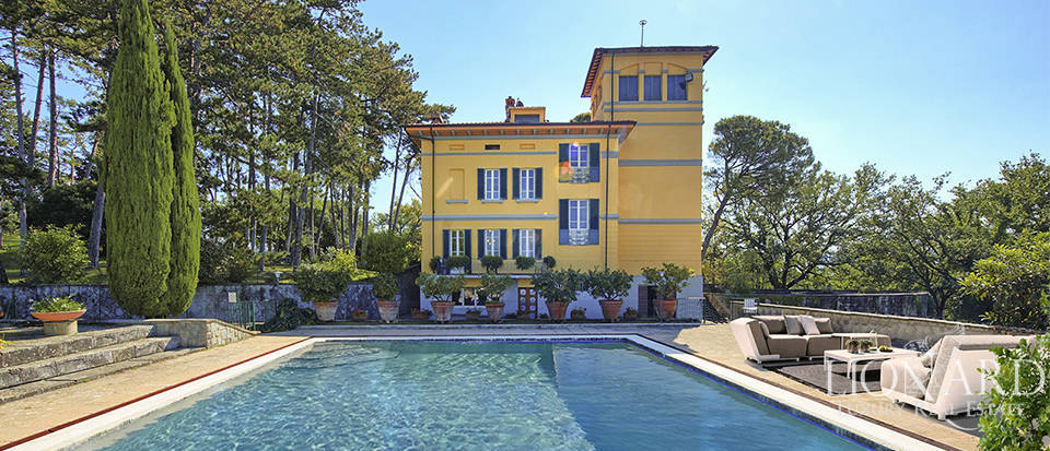 Period villa for sale near Arezzo Image 1