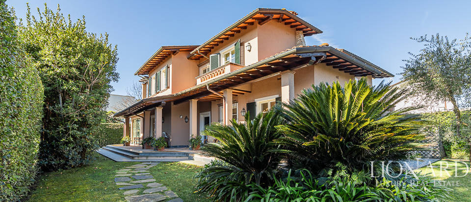 Luxurious villa for sale in Forte dei Marmi Image 1