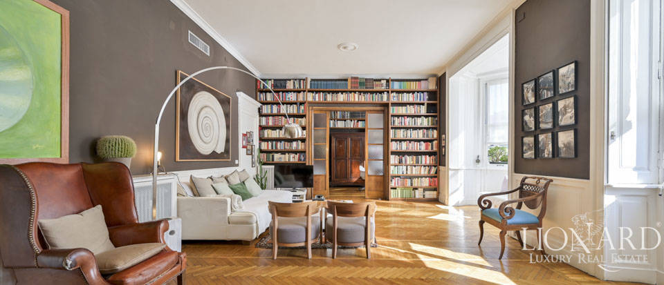 Prestigious luxury apartment for sale in the heart of Milan Image 1