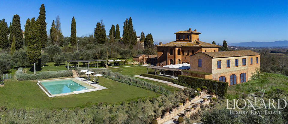 Stunning relais for sale near Siena Image 1