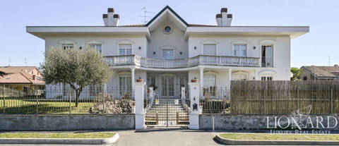 exclusive luxury villa outskirts of milan