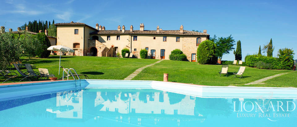 Prestigious farmstead for sale in San Gimignano Image 1