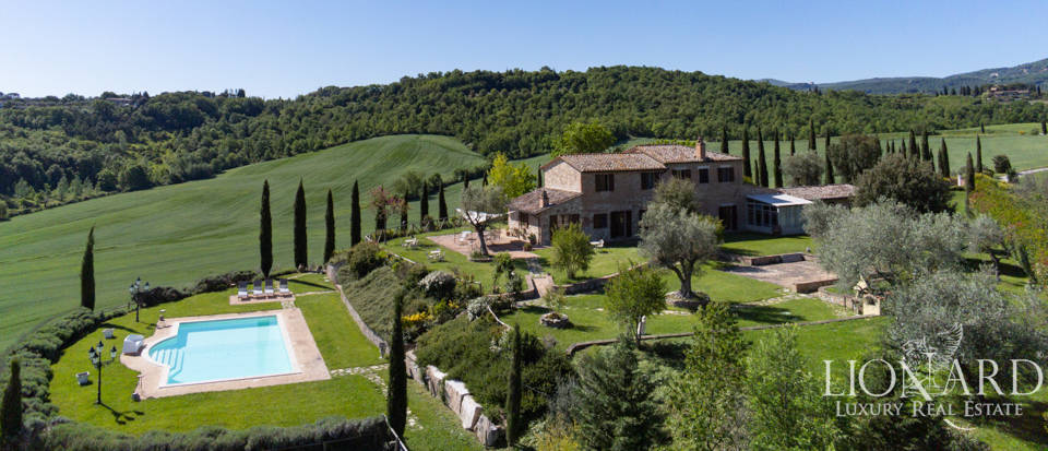 Stunning Tuscan farmstead for sale in Chiusi Image 1