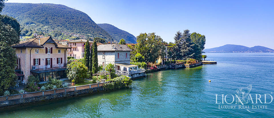 Stunning historical villa with access to Lake Iseo Image 1