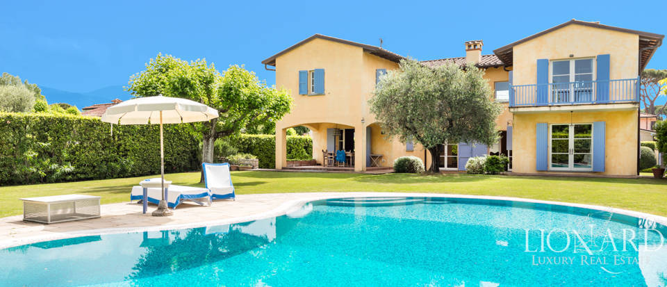 Stunning villa with pool for sale in Forte dei Marmi Image 1