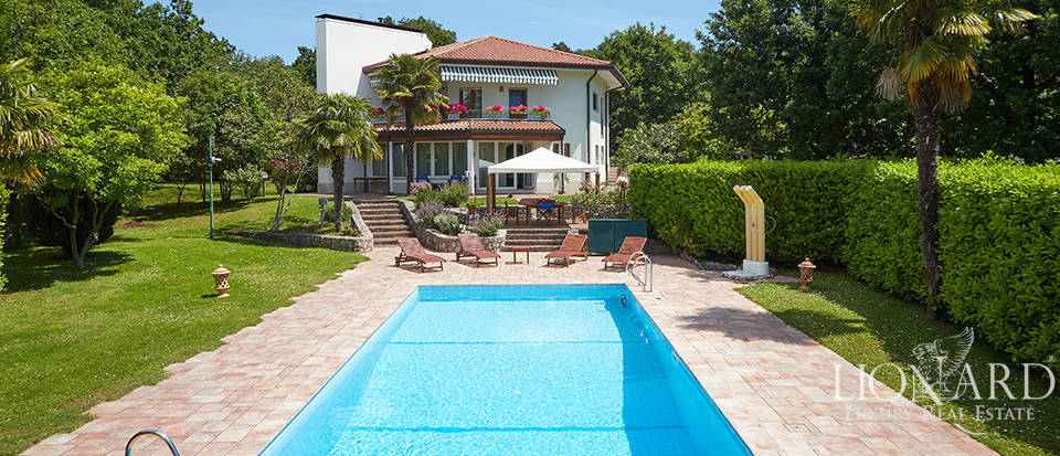 Luxury villa with a view of the Gulf of Trieste Image 1