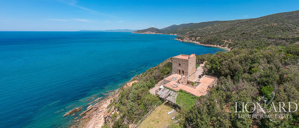 Villa with breathtaking view of the sea for sale near Talamone Image 1