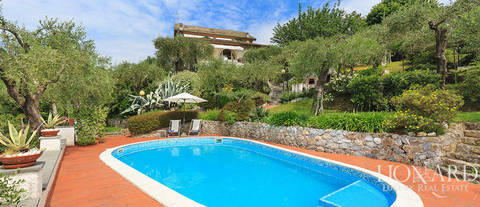villa with pool and panoramic view in lerici