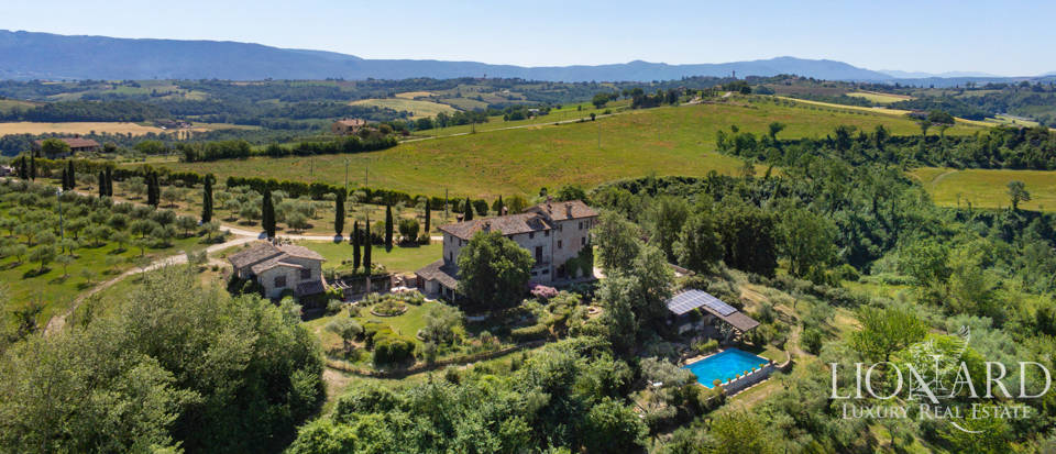 Stunning farmhouse for sale in Todi Image 1