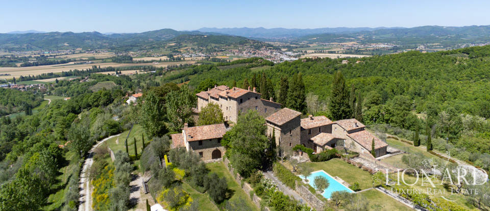 Stunning hamlet for sale near Perugia Image 1