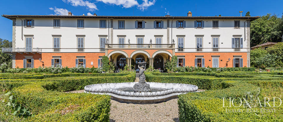 Elegant apartment in a villa for sale in Florence Image 1
