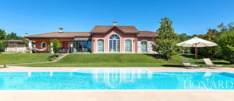 luxury villa in golf club near the lakes