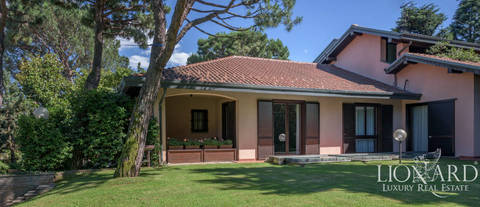 modern villa for sale in the province of varese