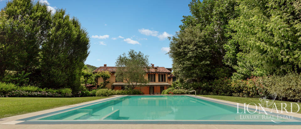 Exclusive estate with pool in Brescia Image 1