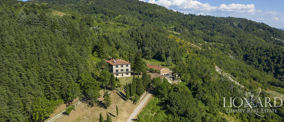 Stunning villa for sale in the province of Florence Image 1