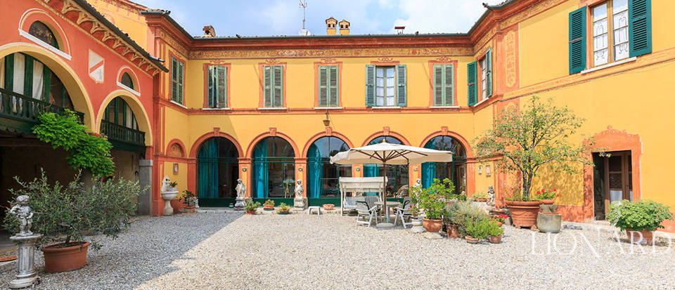 Stunning estate for sale in the heart of Franciacorta Image 1