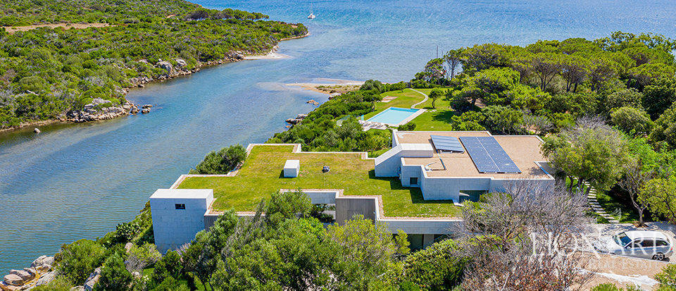 Modern luxury villa by the sea in Sardinia Image 1