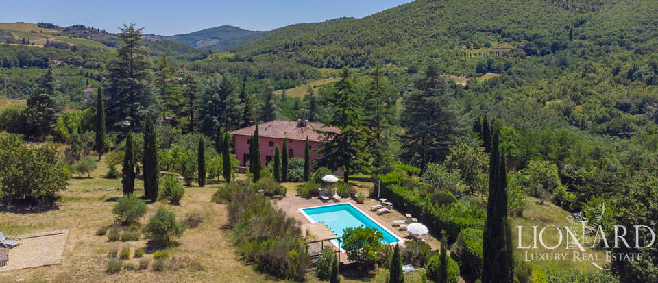 Tuscan villa surrounded by nature in Chianti Image 1