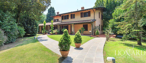 house of luxury with park and pool near a bergamo