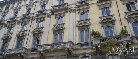 historical apartment in central milan