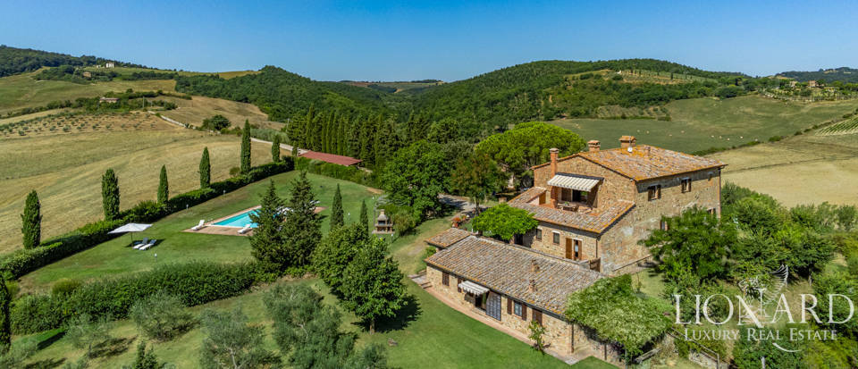 Prestigious farmstead for sale in Montepulciano Image 1