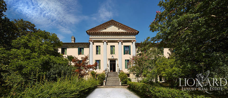 Majestic 16th-century Venetian villa for sale  Image 1