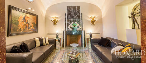 luxury building with courtyard for sale in rome