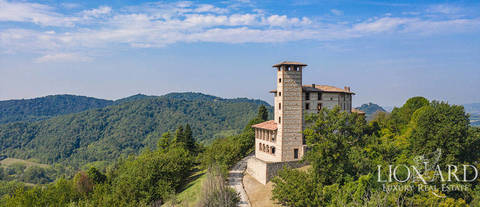 15th century castle with grounds in monferrato