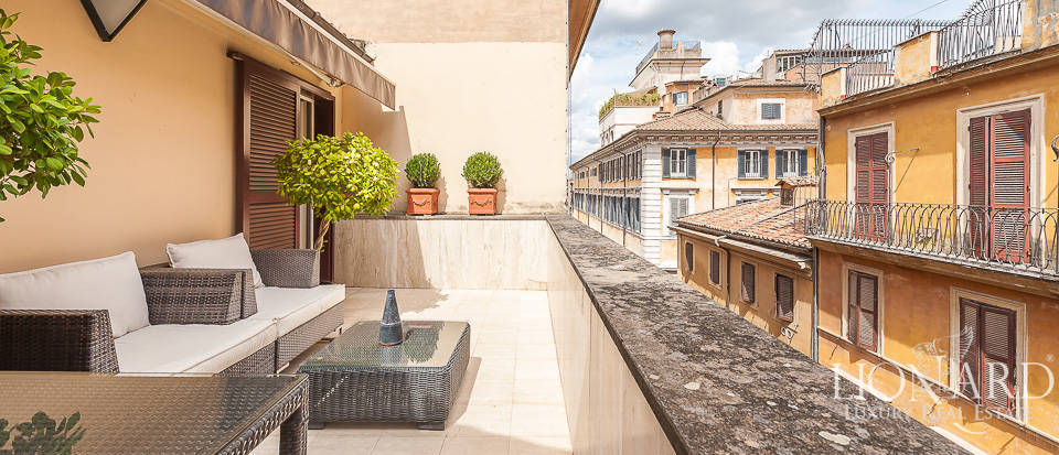 Prestigious luxury building for sale in Rome Image 1