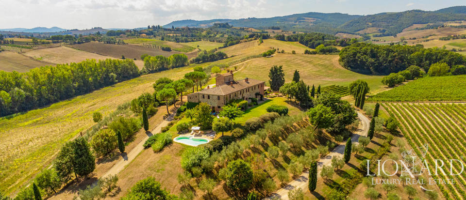Charming luxury estate for sale near Siena Image 1
