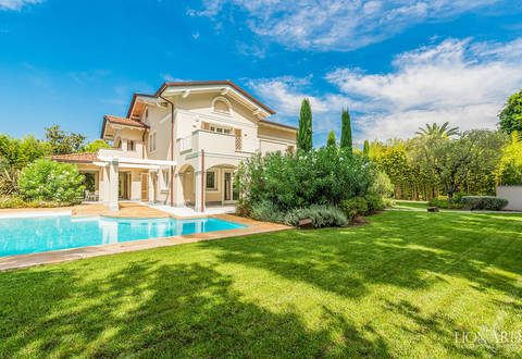 prestigious luxury villa for sale in forte dei marmi