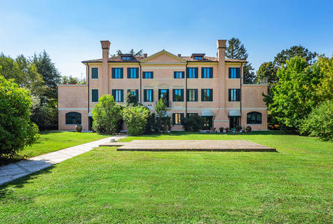 historical venetian villa with barchessa in treviso