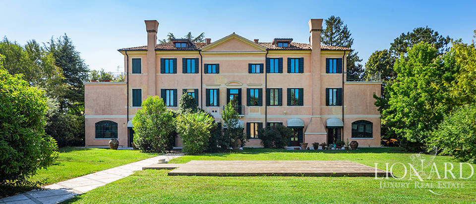 Majestic 15th-century estate for sale in Treviso Image 1