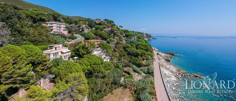 Sea-facing villa with access to the sea in Varazze Image 1
