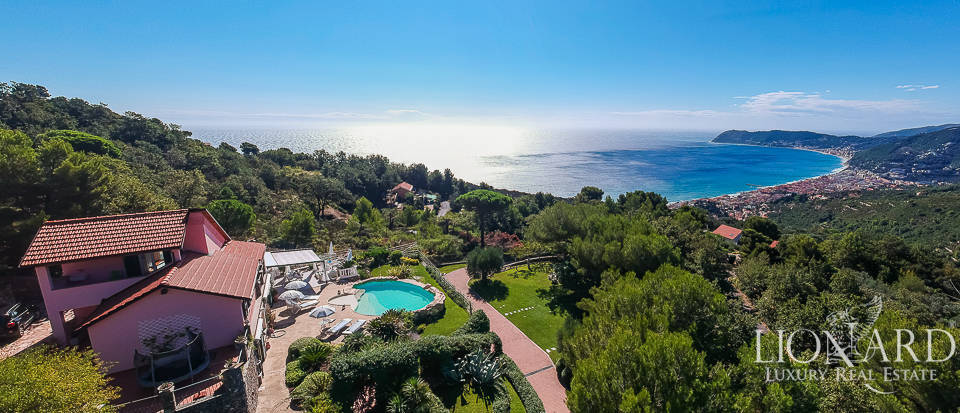 Luxury villa with a view of the sea in Alassio Image 1