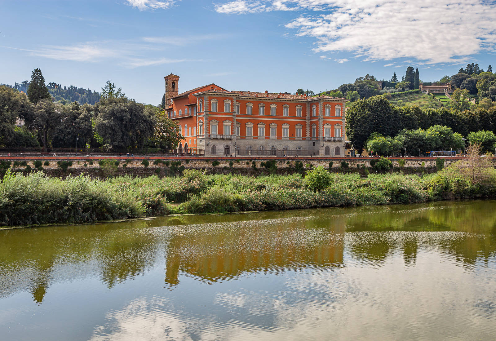 Apartment building for sale by Florence's river Arno
