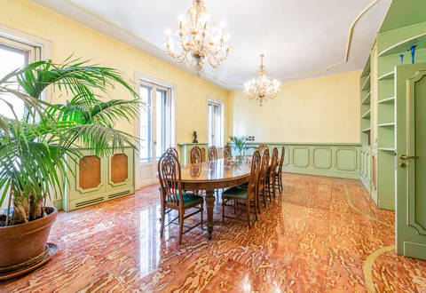 prestigious high end apartment in milan