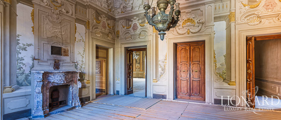 Palazzo Serristori - Refined apartment for sale in Florence Image 1