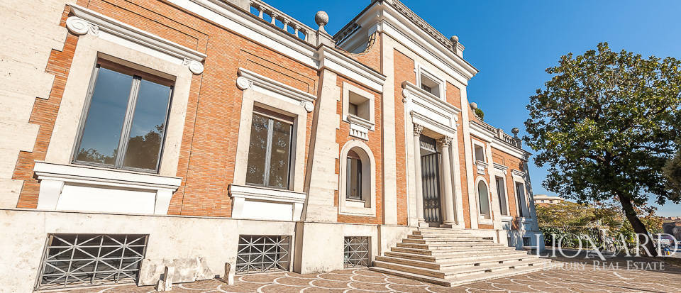 Historical villa for sale in Rome Image 1