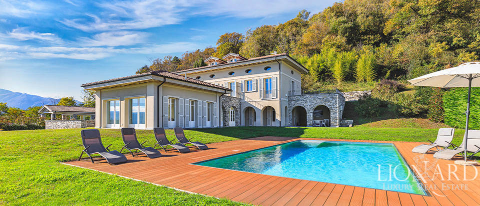 Villa with a view of the lake for sale in Verbania Image 1