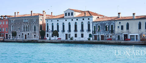 historical luxury apartment in venice