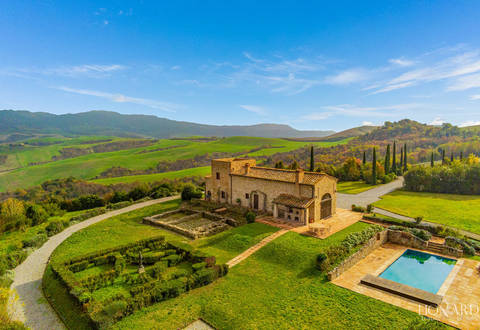 luxury farmhouse for sale in peccioli pisa
