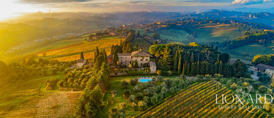 Luxury farmstead with winery for sale in Siena Image 1