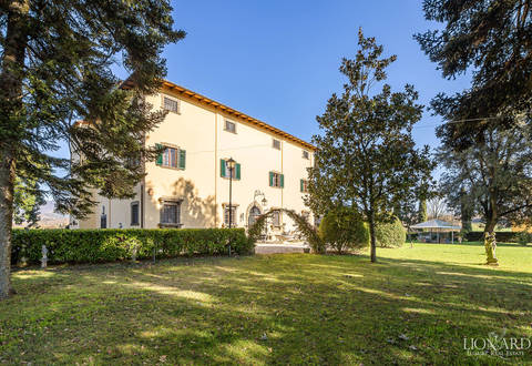 luxury villa for sale in the tuscan countryside 1