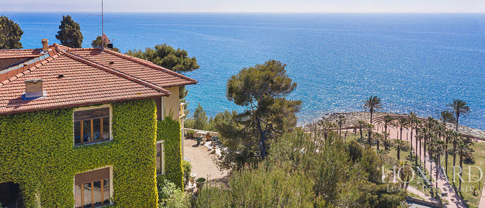 Exclusive period villa in front of Imperia
