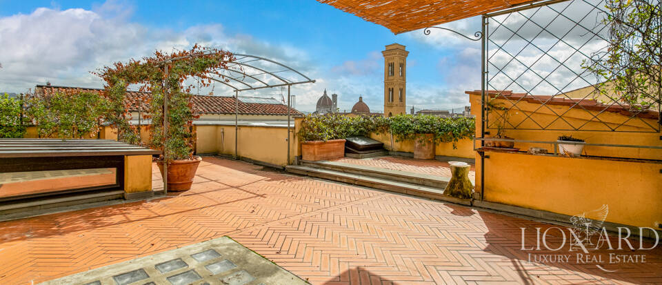 Three-storey penthouse with a view of the Cathedral in Florence Image 1